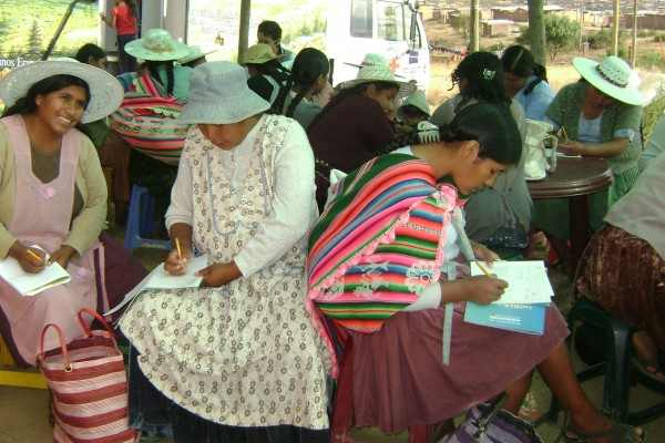 Mujeres Bolivia alfabetización