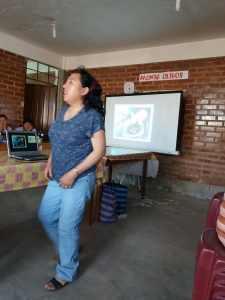 Hoy estuvo en el centro una psicóloga trabajando la autoestima y enseñando a las mujeres a quererse mucho y valorarse.