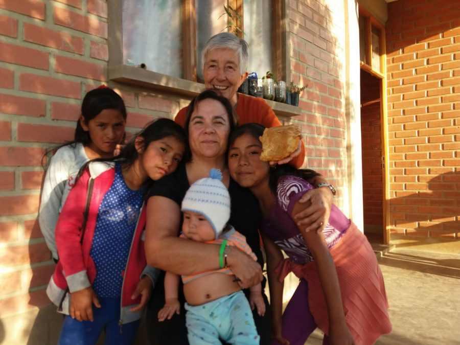 """Por la tarde fuimos a """"Alto Miraflores"""", donde tienen los talleres de costura, repostería y refuerzo escolar para los niños y niñas."""