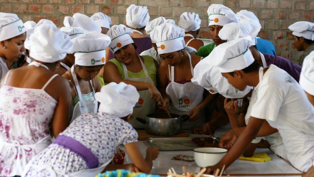 Formación laboral para adolescentes en Piura. Perú